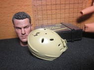 LJ1沙漠部門 傘兵盔1/6沙色舊化洞洞安全帽一頂(快扣盔帶) mini模型 LT:6986