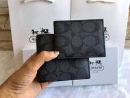COACH Compact ID Wallet in Sport Calf Leather กระเป๋าสตางค์ใบสั้น หนังลายสวย ภายในมีช่องใส่ธนบัตร พร้อมกระเป๋าใส่บัตรใบเล็กอีก 1 ใบ จะมอบเป็นของขวัญ หรือใช้เองก็แนะนำค่ะ