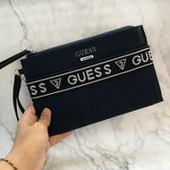 美國百分百【全新真品】 Guess 包包 手拿包 logo 皮質 專櫃配件 女 銀質 印花 海軍藍/黑色 AA91