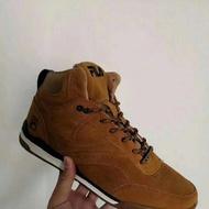 隨便賣 全新僅試穿 FILA真皮登山鞋/休閒鞋 39碼 原價200多歐