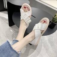 รองเท้าคัชชูผู้หญิง คัทชูผู้หญิง แบบหุ้มส้น สไตล์โลฟเฟอร์ F132 ขาว