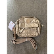 『B.G.灰色空間』Kipling 猴子包 K08249 金屬金 輕便 休閒 防水 斜背肩背側背手提雙肩後背包多用小包