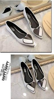 รองเท้าคัชชู หุ้มส้น ส้นแบน หัวแหลม แต่งลูกเล่นด้วยหัวใจ ❥❥ พื้นนุ่ม สวมง่ายใส่สบาย ❥❥ มี 3 สี ขาว,ดำ,ชมพู ❀❀