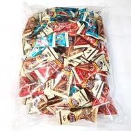 美食小舖~甜筒造型代可可脂巧克力餅1公斤300元。