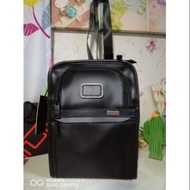 Readystock Tumi leather sling bag new