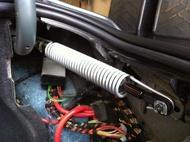 BMW  5系列 E60後車箱撐桿右邊後箱蓋避震器彈簧-E90 520 525 530 535