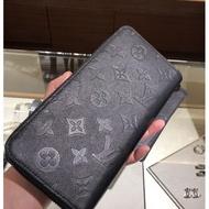 《二手》LV M62902 Louis Vuitton經典花紋皮革壓紋拉鍊長夾.黑 現貨