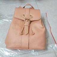 ♡小貓雜貨舖♡ Vivienne Westwood 薇薇安 土星造型流蘇金釦後背包 玫瑰石英粉 厚版後背包