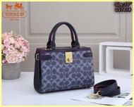 กระเป๋าถือ กระเป๋าสะพายCoach coachphoy  ♘ ขนาด โดยประมาณ 10นิ้ว ♘ เกรด พรีเมียม  ♘ อุปกรณ์ถุงผ้า