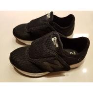 NEW BALANCE 黑色男童飛機鞋KVFL5BMP