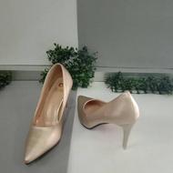 รองเท้าคัชชู รองเท้าคัชชูหัวแหลม รองเท้าคัชชูส้นเข็ม สูง 3.5 นิ้ว หัวแหลมหนังนิ่มเรียบ สวมใส่สบายเท้า ไซส์ 36-40 สีทอง