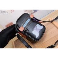 專櫃最新款 Disney X 合作款小飛象Dylan 10號手袋。 coa 69297 男女通用 百搭 尺寸16.5/