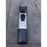 LUXGEN 納智捷 U6中船 杯架 點煙器 USB 置杯架 置物盒 扶手 整組$3000(運費另計)