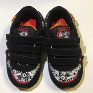 adidas米奇運動鞋