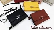 กระเป๋าแบรนด์แท้ blue blossom ทรงฝาพับขนาด8 สูง6.5 สินค้าตามภาพพร้อมส่ง