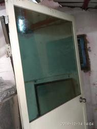 二手玻璃鋁門 象牙白色玻璃是綠色半透光