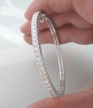 กำไลข้อมือทองชุบขาวประดับเพชรแท้ขนาด 0.08x33 กะรัต น้ำขาว 96-97 เบลเยี่ยมคัตไฟดีไม่มีตำหนิ ตัวเรือนทอง 90% น้ำหนักรวม 14.1 กรัม ขนาดวงข้อมือ 15-16 cm