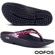 【美國 OOFOS】女新款 超人氣_超輕人體工學舒壓健康拖鞋_W1403 黑/桃紅