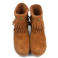 清倉賠售【Minnetonka】莫卡辛 麂皮 雙層流蘇造型鉚釘 短靴 棕色 692 (附發票)