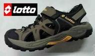金英鞋坊 義大利第一品牌-LOTTO 男款5大機能多功能戶外排水護趾運動涼鞋 3103-咖啡 超低直購價498元