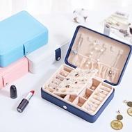 【愛家樂】日韓熱銷靈活收納外層防水磁扣設計可攜帶式珠寶盒項鏈盒首飾盒(耳環耳針項鍊戒指飾品必備)