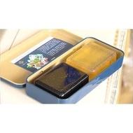 中鋼 中鴻 馬口鐵盒+台鹽 金箔皂130g*2入 內容物: 竹炭黃金嫩膚皂*1 馥芳草本嫩膚皂各*1