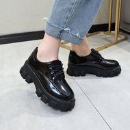 moyan รองเท้าแตะหญิง รองเท้าคัชชูดำ มัฟฟินรองเท้านักเรียนหญิงเปลือกหนาเวอร์ชั่นเกาหลีของป่าหนากับใหม่เพิ่มขึ้นรองเท้าเดียวสไตล์อังกฤษวิทยาลัยย้อนยุครองเท้าขนาดเล็ก