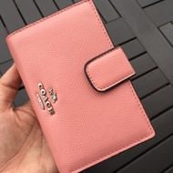 4.4โปรโมชั่นวัน Coach กระเป๋าสตางค์ผู้หญิงกระเป๋าสตางค์บัตรพับกระเป๋ากระเป๋าสตางค์ใบสั้นกระเป๋าสตางค์ COACH F53436 F53562ส่งเร็ว