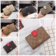 Coach กระเป๋าสตางค์ใบสั้นแฟชั่นของผู้หญิงกระเป๋าสตางค์ขนาดกลางที่วางกระป๋องเหรียญและ Multi-Card สล็อตตอนนี้พิเศษขายดี53562