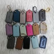 HOT SALE!! สินค้าดี มีคุณภาพ## 🇺🇲🇺🇲 Size S รุ่นใหม่ Tag ป้ายแท๊คห้อยกระเป๋า Coach ขนาดกว้าง 0.5 นิ้ว สูง 1 นิ้ว สำหรับกระเป๋าคล้องมือ ##กระเป๋า กระเป๋าเดินทาง กระเป๋าสะพาย กระเป๋าผ้า กระเป๋าเด็ก กระเป๋าผู้ใหญ่ กระเป๋าเงิน กระเป๋าเดินทาง กระเป๋าต่างๆ