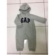 Gap嬰兒連身拉鍊衣