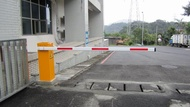 電動柵欄機 車輛偵測器 感應線圈 滾碼遙控器 RFID感應讀卡 專業規劃施工