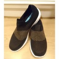 Skechers air-cooled 女鞋 39號