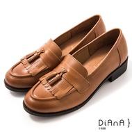 【DIANA】3 cm質感牛皮擦色流蘇低跟樂福鞋-漫步雲端焦糖美人(棕)