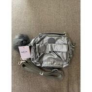 『B.G.灰色空間』Kipling 猴子包 K08249 金屬銀灰 輕便 休閒 防水 斜背肩背側背手提雙肩後背包多用小包