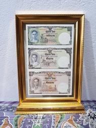 กรอบรูปใส่ธนบัตรที่ระลึก 16 บาท สีทอง ฐานตั้ง  กระจกใส 2 ด้าน งานสวยเนี๊ยบ (เฉพาะกรอบ)