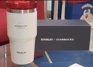 น่าใช้ แก้ว Stanley + Starbucks ขนาด 20 ออนซ์ พร้อมหลอดในตัว สินค้าพร้อมส่ง และไม่มีไอน้ำเกาะตัวแก้ว