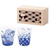【小禮堂】史努比 日製 無把玻璃杯組 附木盒 透明水杯 飲料杯 對杯 YAMAKA陶瓷 《2入 藍 海浪》