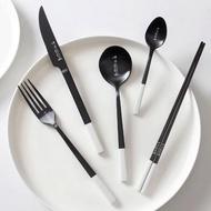 【KOTI 日安生活】呷乎飽飽304不鏽鋼餐具組/環保便攜 刀叉湯匙筷子(鍍鈦金環保便攜餐匙湯匙)