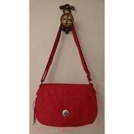 全新 kipling 紅色花紋 多夾層斜背包 側背包 背帶可調整長度