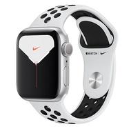 Apple Watch Series 5銀色鋁金屬錶殼+白Nike運動型錶帶-GPS版(40m)【預購】【愛買】