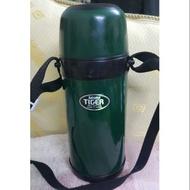 Tiger虎牌保溫瓶,600cc中型保溫杯,有背帶很方便,不鏽鋼內膽,
