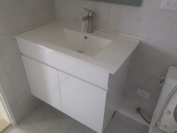 洗臉盆+浴櫃(吊櫃)+水龍頭+全部配件 寬71x深46x高62cm 100%防水PVC發泡板鋼琴烤漆