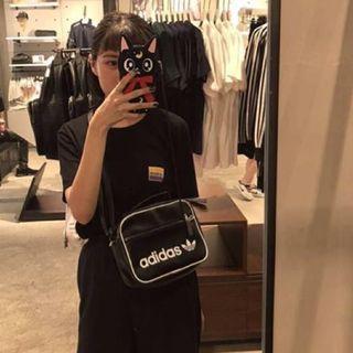 🚚 Adidas Originals Mini Airliner Bag