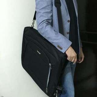 Delsey Garmet Bag
