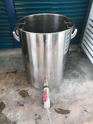 二手商品//訂製品不鏽鋼湯桶。附水龍頭 滷桶湯桶。白鐵深鍋