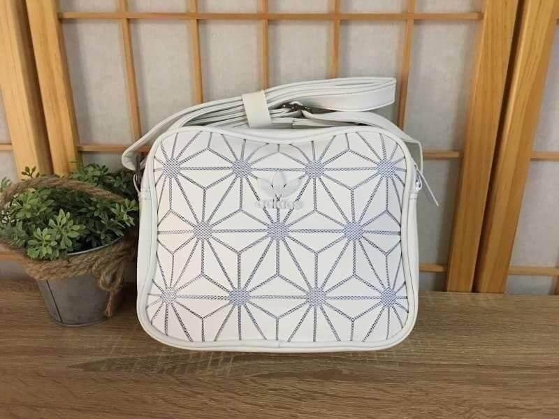 กระเป๋าสะพายข้างแนว sport Adidas Originals 3D Mini Airliner Style Shoulder Bag(งานแบรนด์แท้100%)