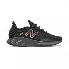 New Balance 紐巴倫 女款全黑素面慢跑鞋 WROAVLK