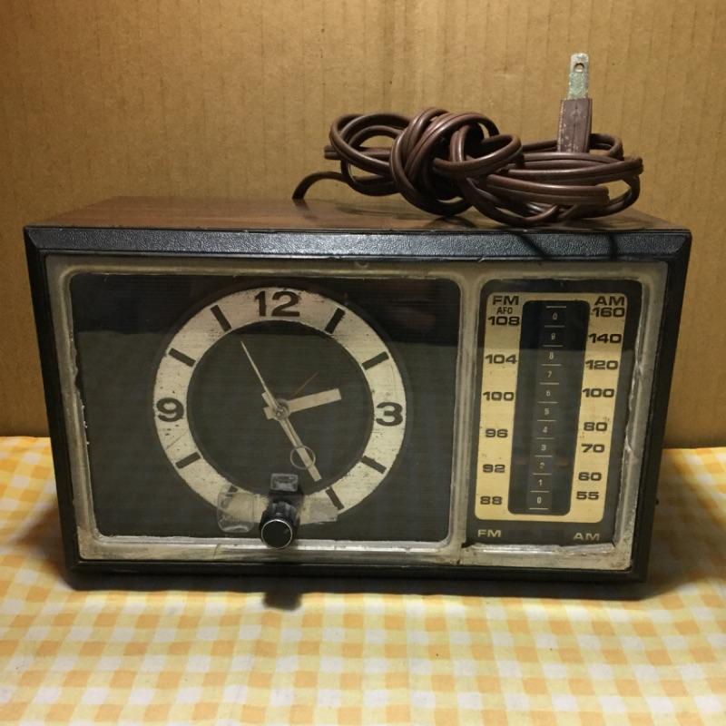 早期收音機機械鐘 7-4501D B00125