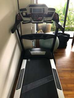 LIFEFITNESS Foldable Treadmill